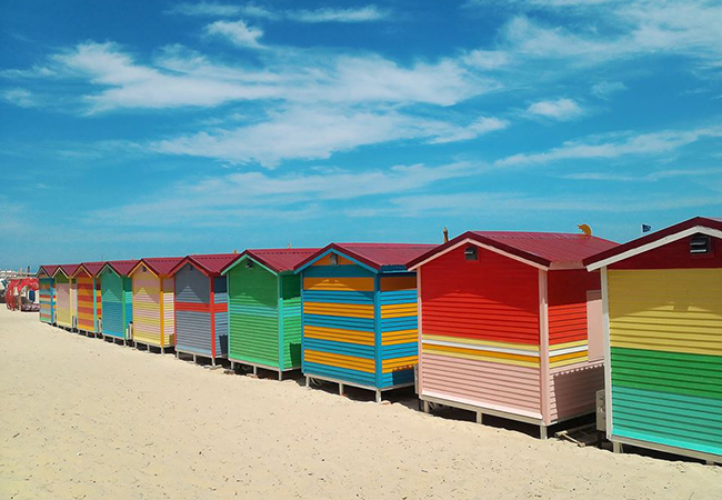 tour bien coco beach camp nhung ngoi nha ruc ro sac mau 1