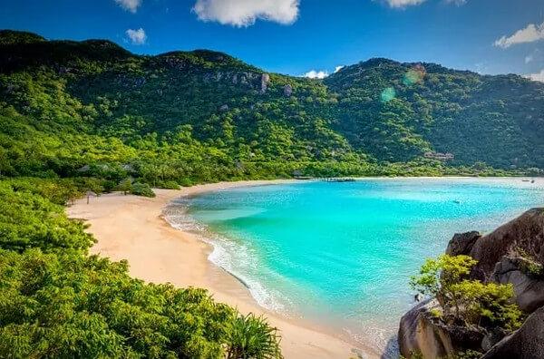 Nha Trang sở hữu làn nước trong xanh, mát lành