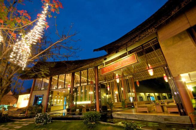Khung cảnh Resort tại Mũi Né vào ban đêm