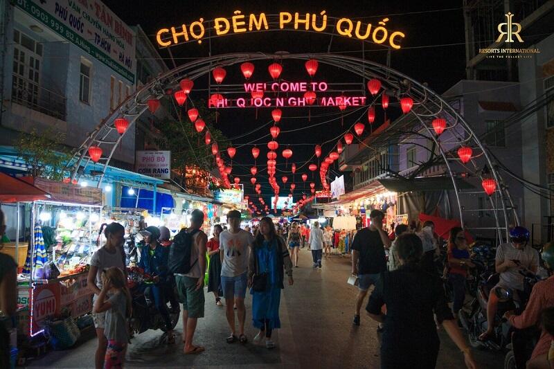 """điểm du lịch thu hút các du khách vào ban đêm """"Chợ đêm Phú Quốc"""""""