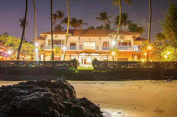Mặt trước của Resort