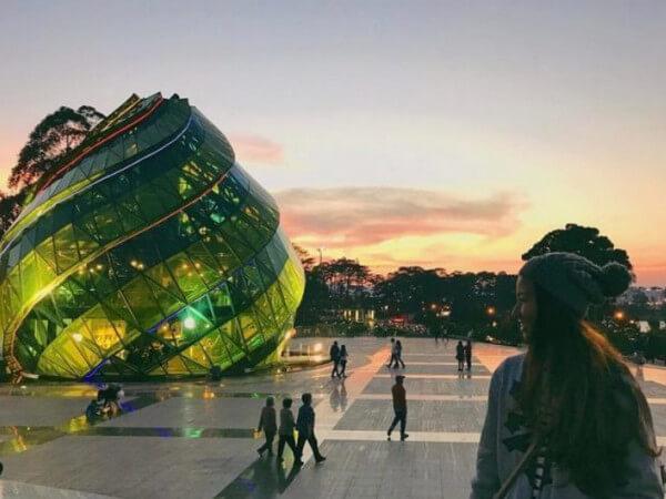Địa điểm Du lịch tại đà lạt: Quảng trường lâm viên