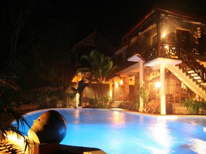Vịt Cổ Xanh Resort Spa Hòa Bình