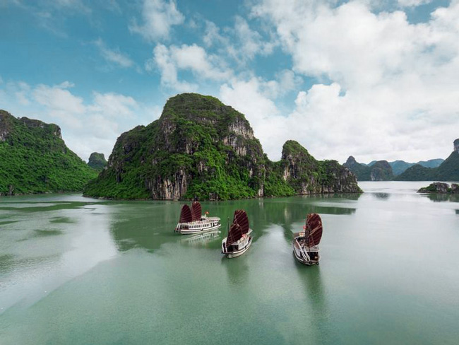 Tour 1 ngay Ha Long Genesis 1