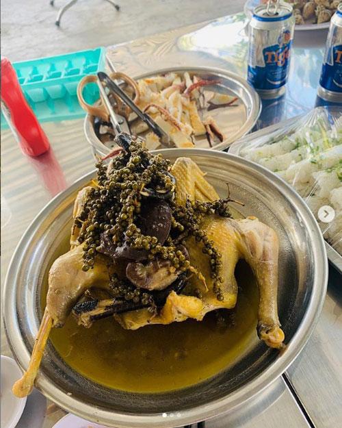 Gà hấp tiêu xanh Phú Quốc